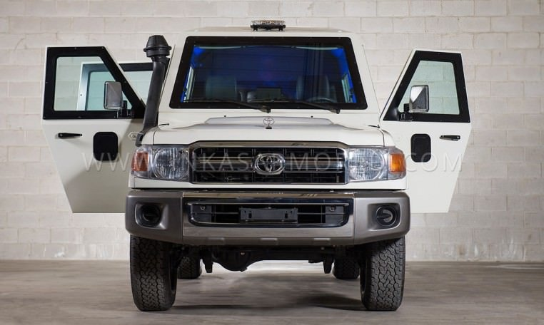 Toyota Land Cruiser 79 CIT Front View